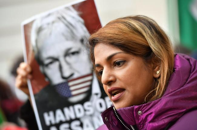 Rapper Mia Supports Julian Assange At Court A Day Before Collecting Mbe York Press