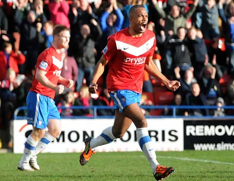 Lanre Oyebanjo celebrates his first York City goal