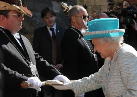 The Queen arrives at Micklegate Bar and touches the historic Sigismund sword.