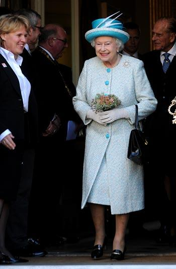 The Queen leaves the Mansion House