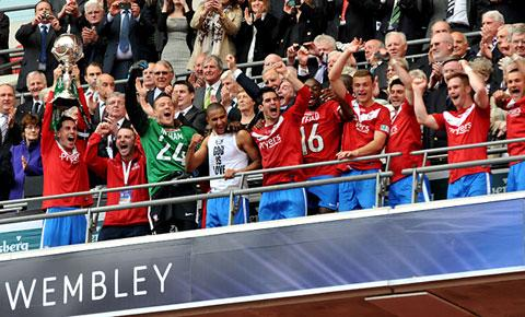 York City skipper Chris Smith lifts the FA Trophy at Wembley, to the delight of his team-mates