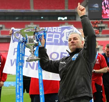 Gary Mills with the trophy