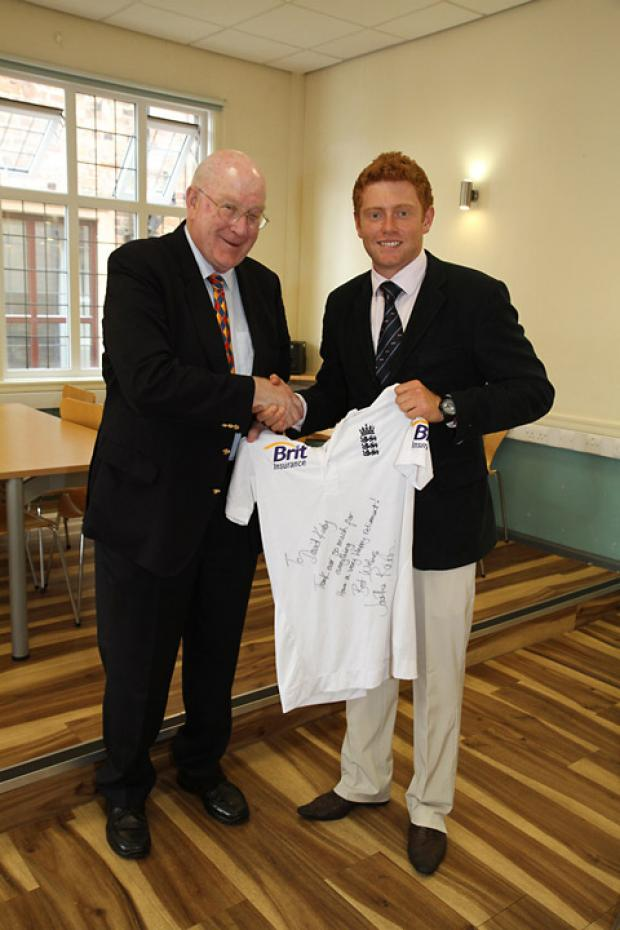 Jonny Bairstow leads tributes to retiring David Kirby