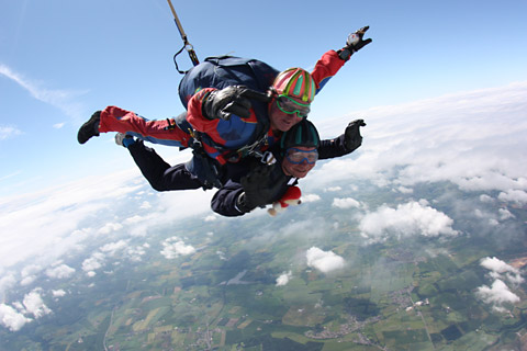skydiving something you must try You're afraid to make the jump and try something new why not go skydiving you and your boyfriend are stuck in a rut here are the steps you must complete.