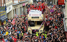 York Press: Thousands turn out for York City victory parade