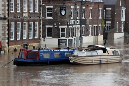 The stranded narrowboat on King's Staith in York.