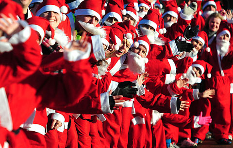 Hundreds dress up for annual Santa Jog
