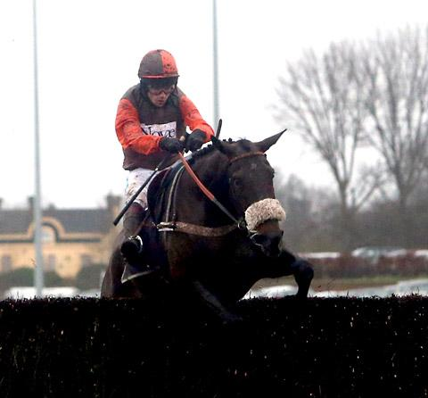 Long Run, ridden by Sam Waley-Cohen, en route to victory in the William Hill King George VI Chase at Kempton