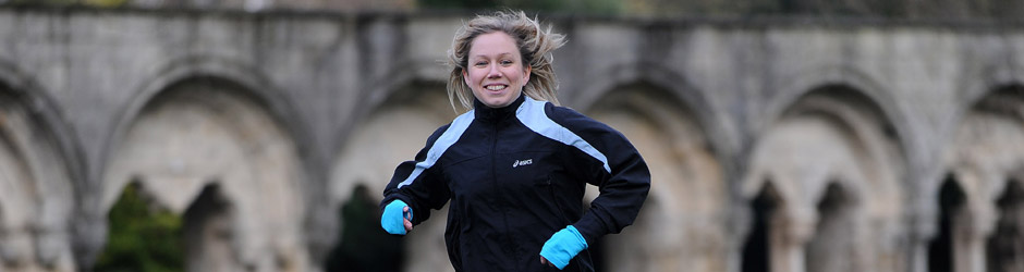 Rebecca Tomlinson running in the Museum Gardens