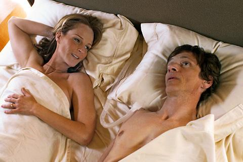 John Hawkes and Helen Hunt in The Sessions
