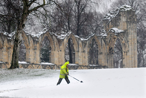 Snow disrupts travel in Yorkshire