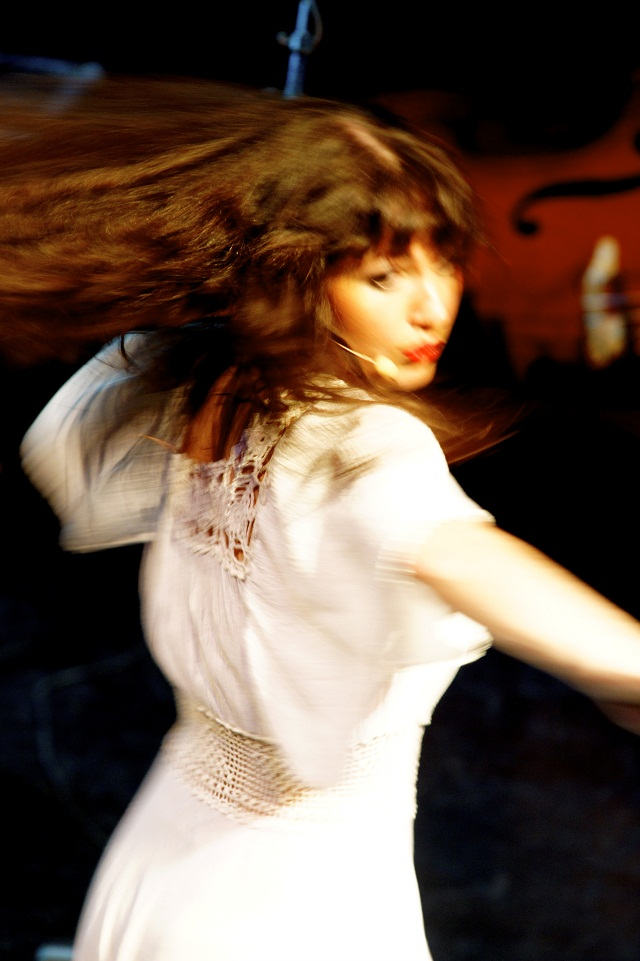 Singer, dancer and pianist Maaike Breijman as Kate Bush