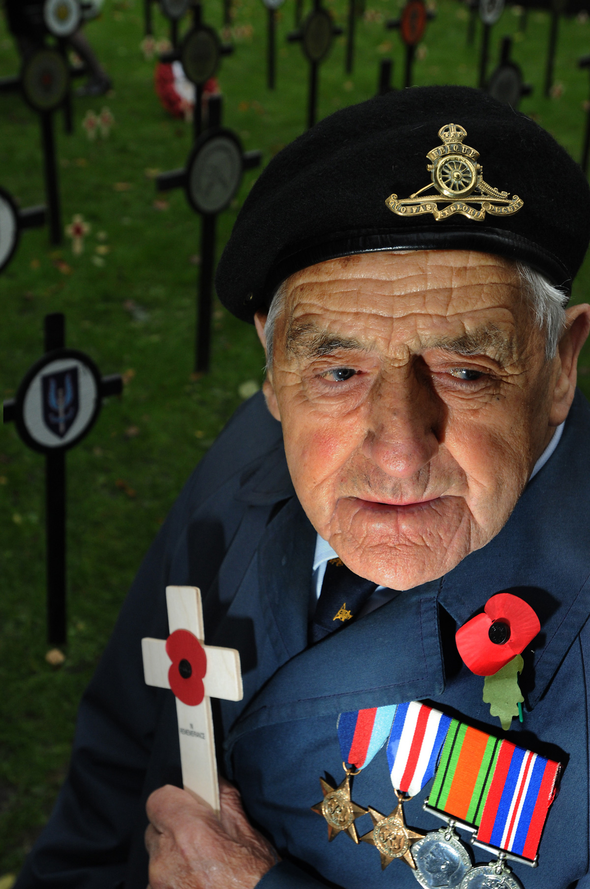 John Graham, 92, remembers fallen comrades at the Duncombe Place Remembrance Service. Anthony Finch ... - 2711706