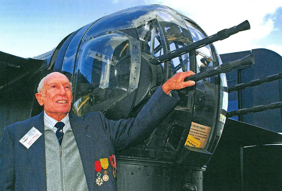 Tributes paid to French RAF war veteran
