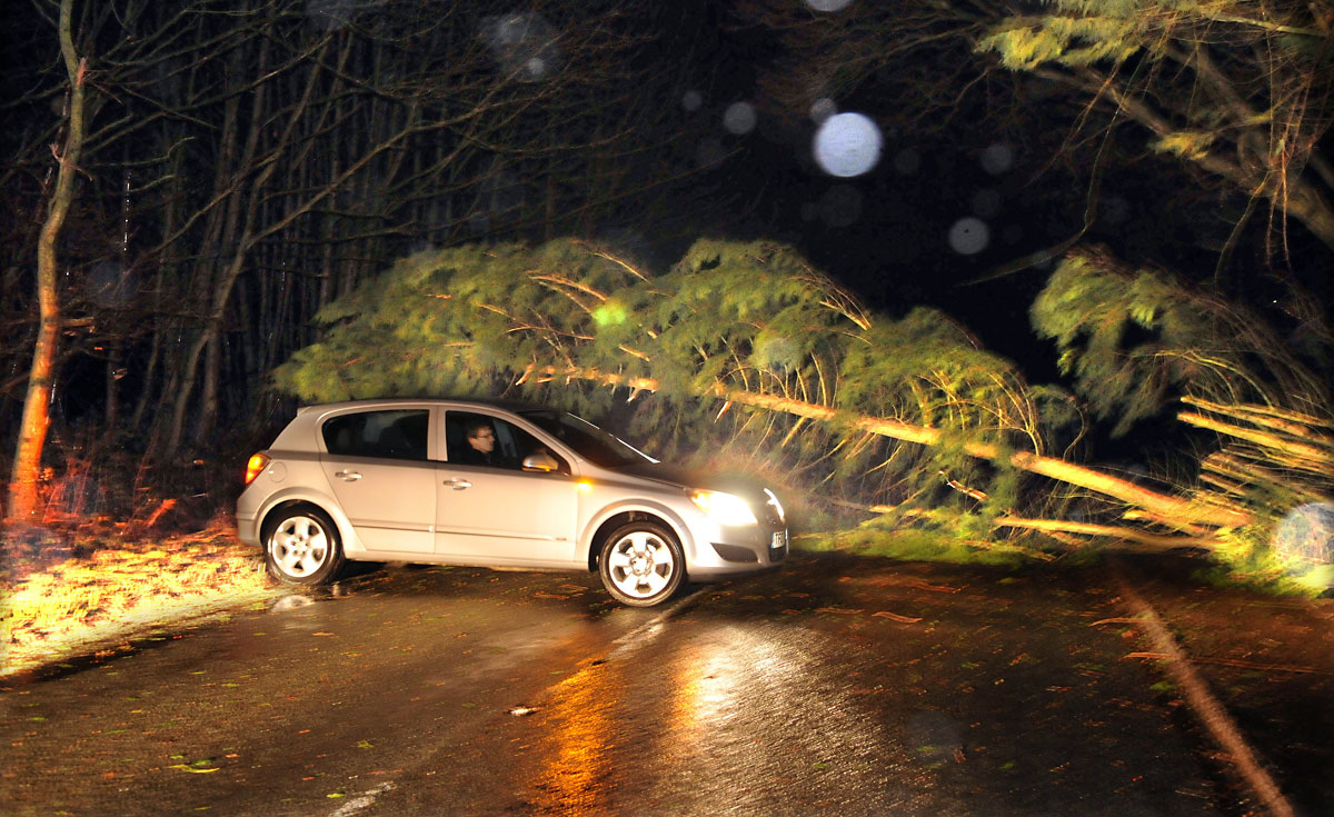 2.55pm UPDATE: 70mph winds cause chaos - Trees down - Buildings damaged - Truck blown over