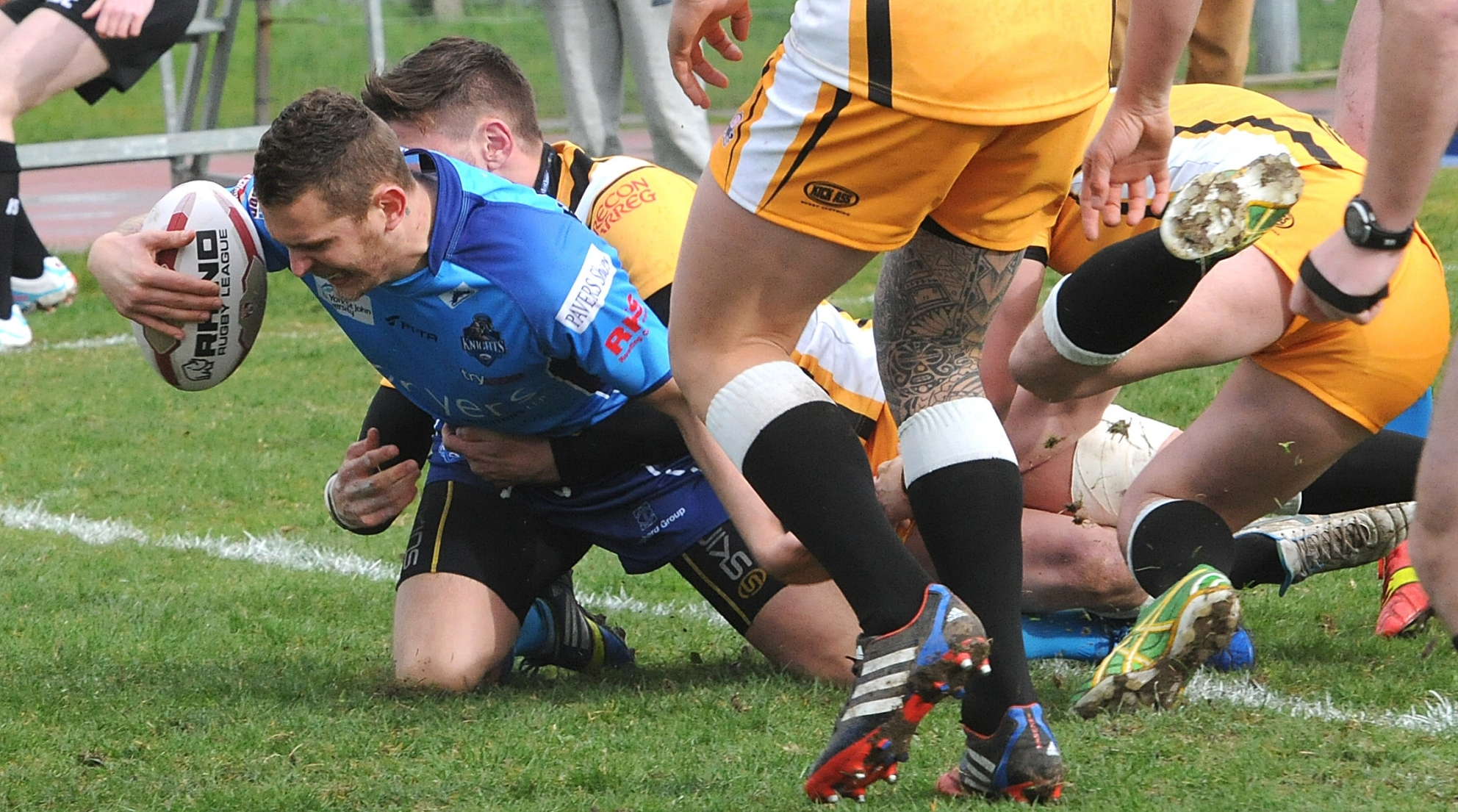 Benn Hardcastle goes over for a try against South Wales Scorpions