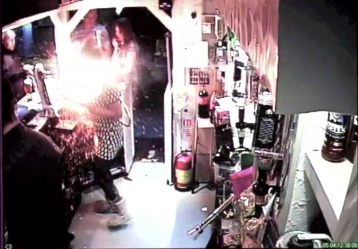 VIDEO & PICS: e-cigarette explodes and sets fire to barmaid