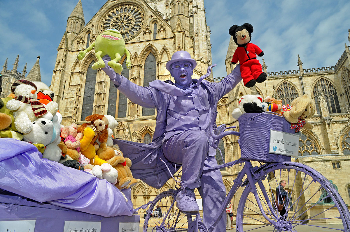 Purpleman vows to press ahead with cuddly toy mission to Syria - despite FCO advice not to travel there