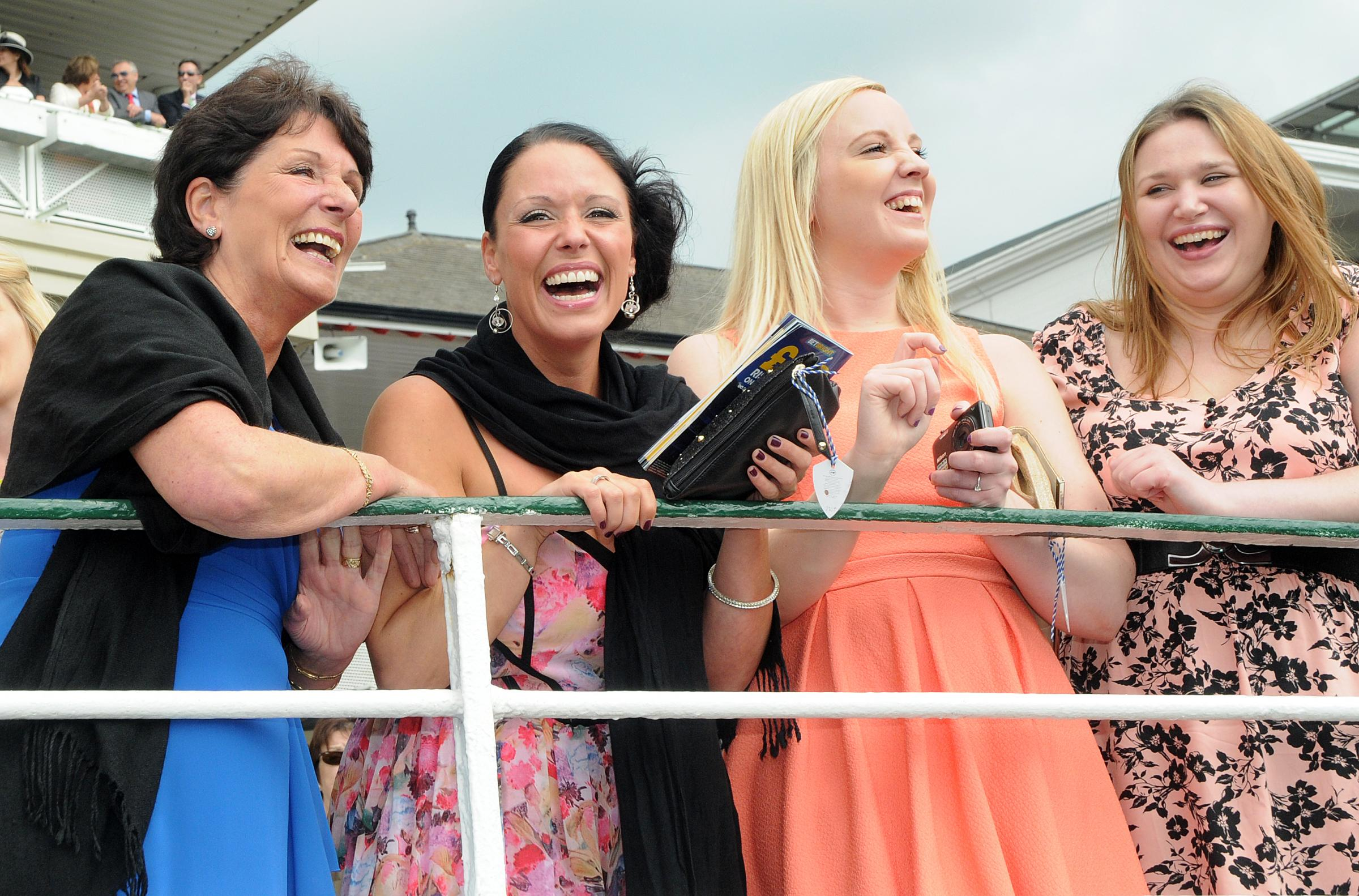 Thousands lap up the sunshine at York Races