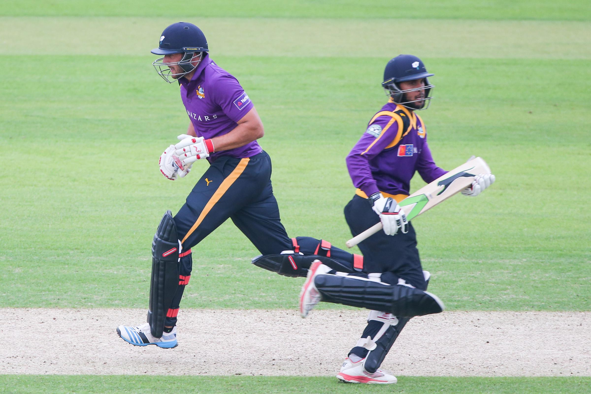 Bears blitz hits Yorkshire Vikings' quarter-final hopes in NatWest T20 Blast