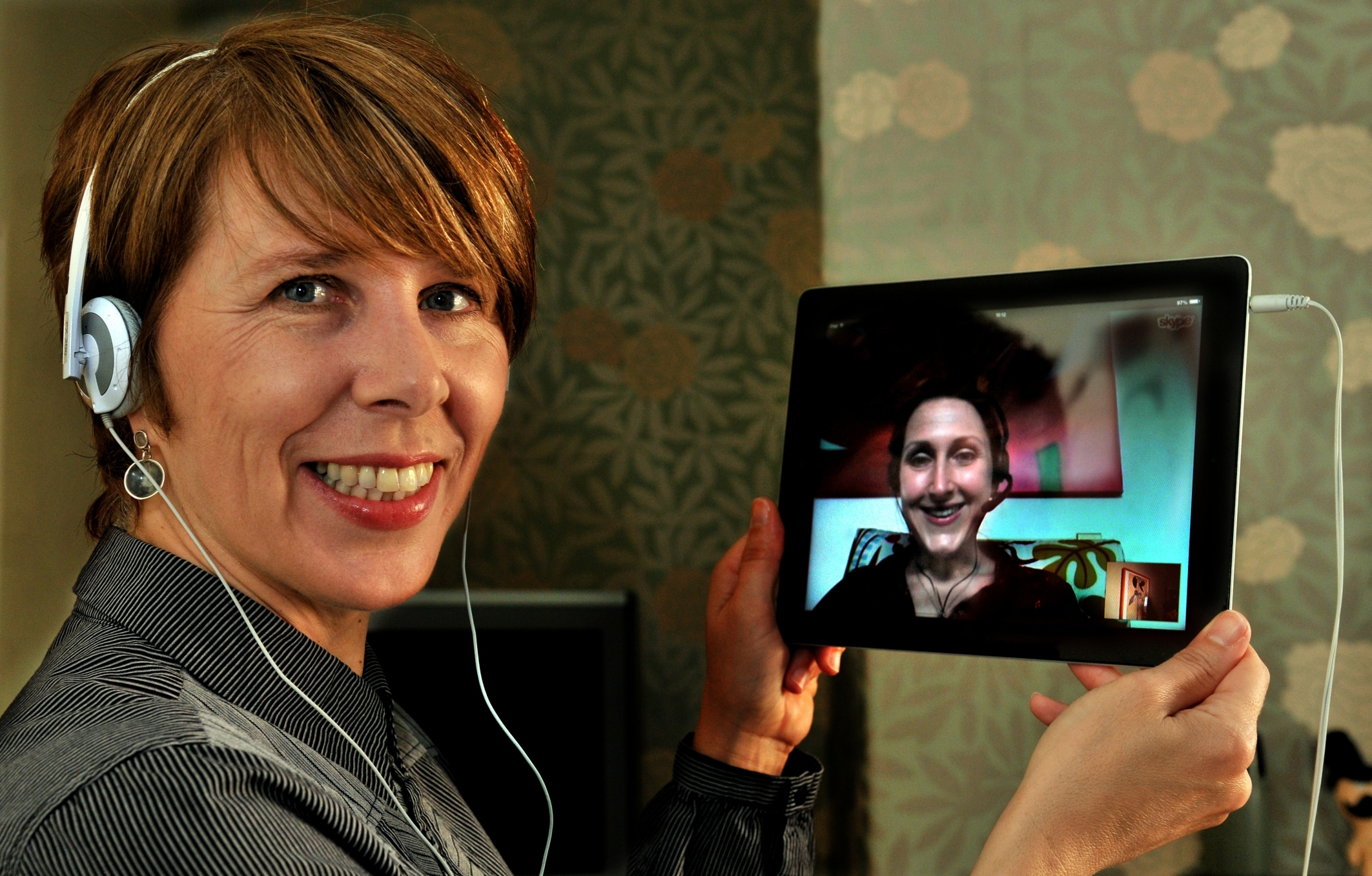 Journalist Maxine Gordon chats to York hypnotherapist Rachael Armstrong via Skype. Rachael offers a 'Skypenosis' service, where she conducts hypnotherapy with clients over the internet