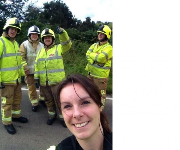 Officers defended over crash selfie