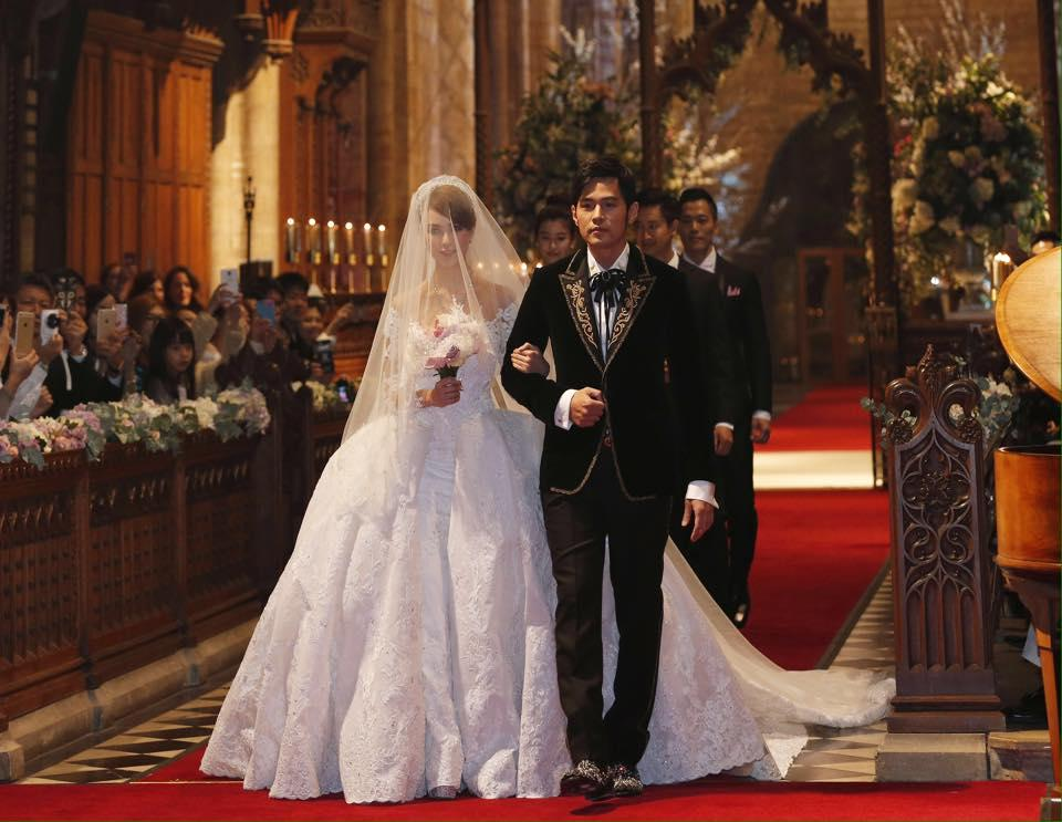 Jay Chou & Hannah Quinlivan marry in Selby Abbey