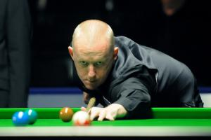 WITH VIDEO: Davison and Hugill to face off in snooker battle - watch Davison hit a century break through his eyes