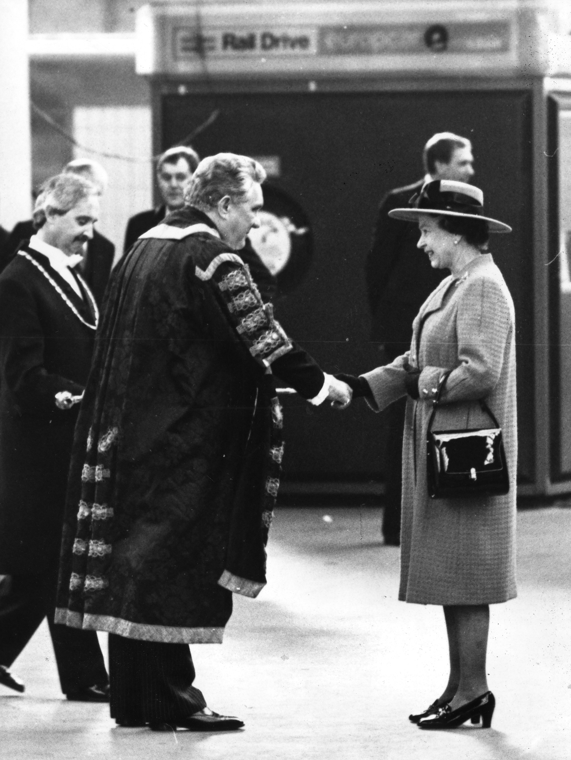 Lord Mayor Reg Pulleyn welcomes The Queen to York in 1988
