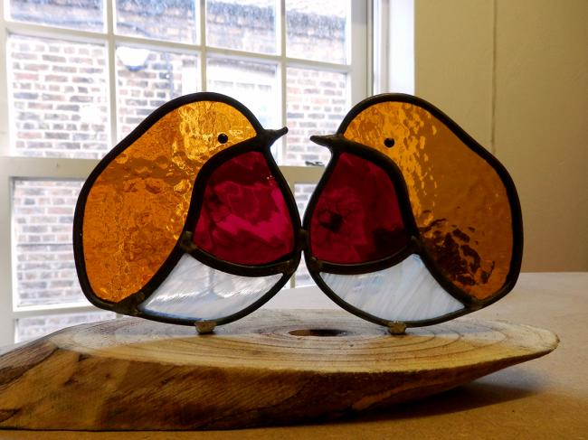 Dutch artist Elise Bikker's festive robins in stained glass at Kunsthuis Gallery