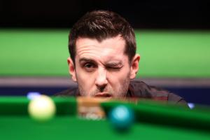UK Championship: Mark Selby revels in 'second chance' in 6-1 thrashing of Dechawat Poomjaeng