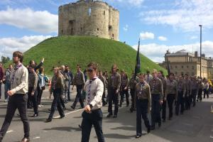 2000 Scouts and Guides mark St George's Day in York - video