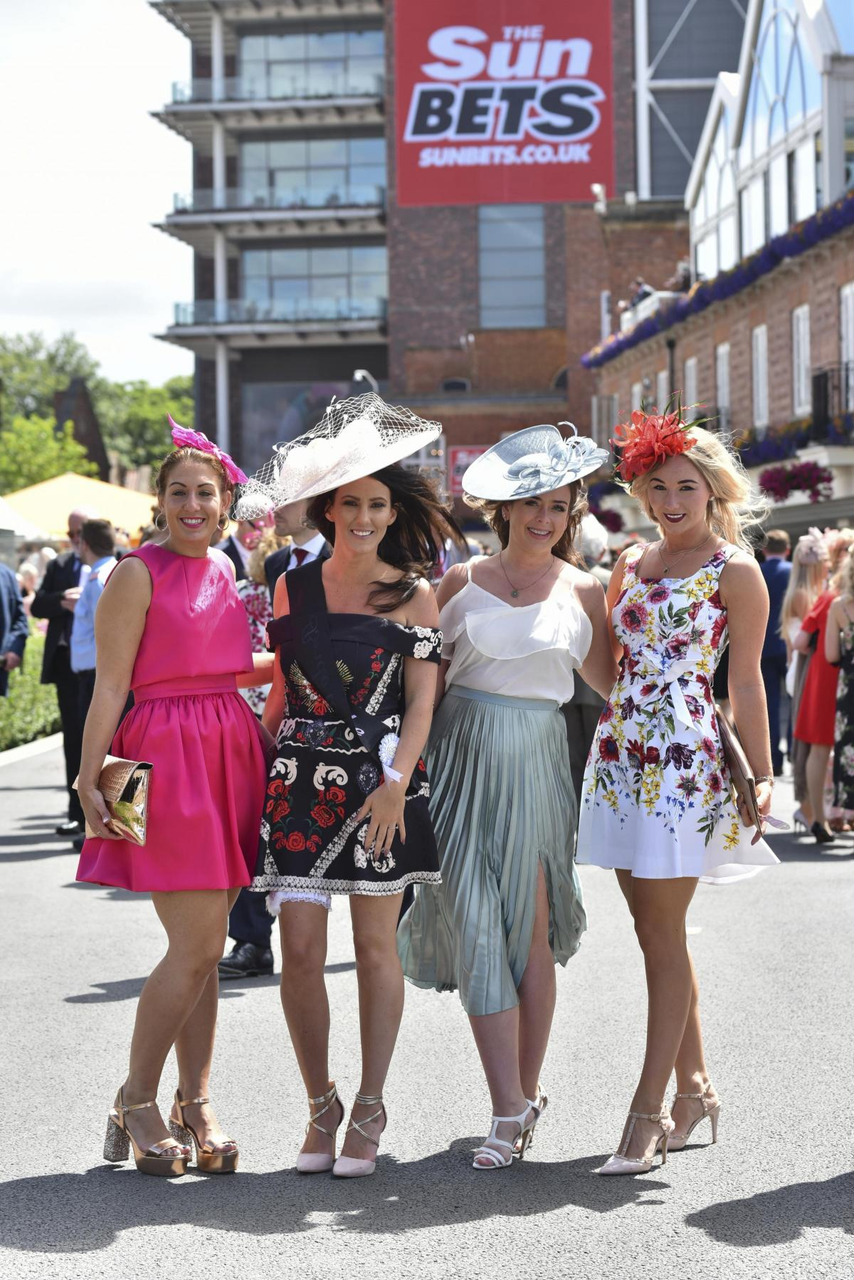 The dress exchange pocklington - Crowds Flock For Olly Murs At Races