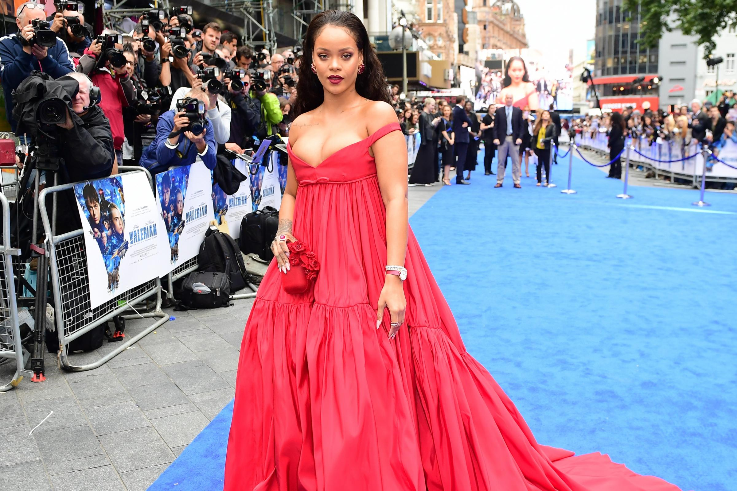 The dress exchange pocklington - Rihanna Promises Visually Thrilling Film At Valerian Premiere From York Press