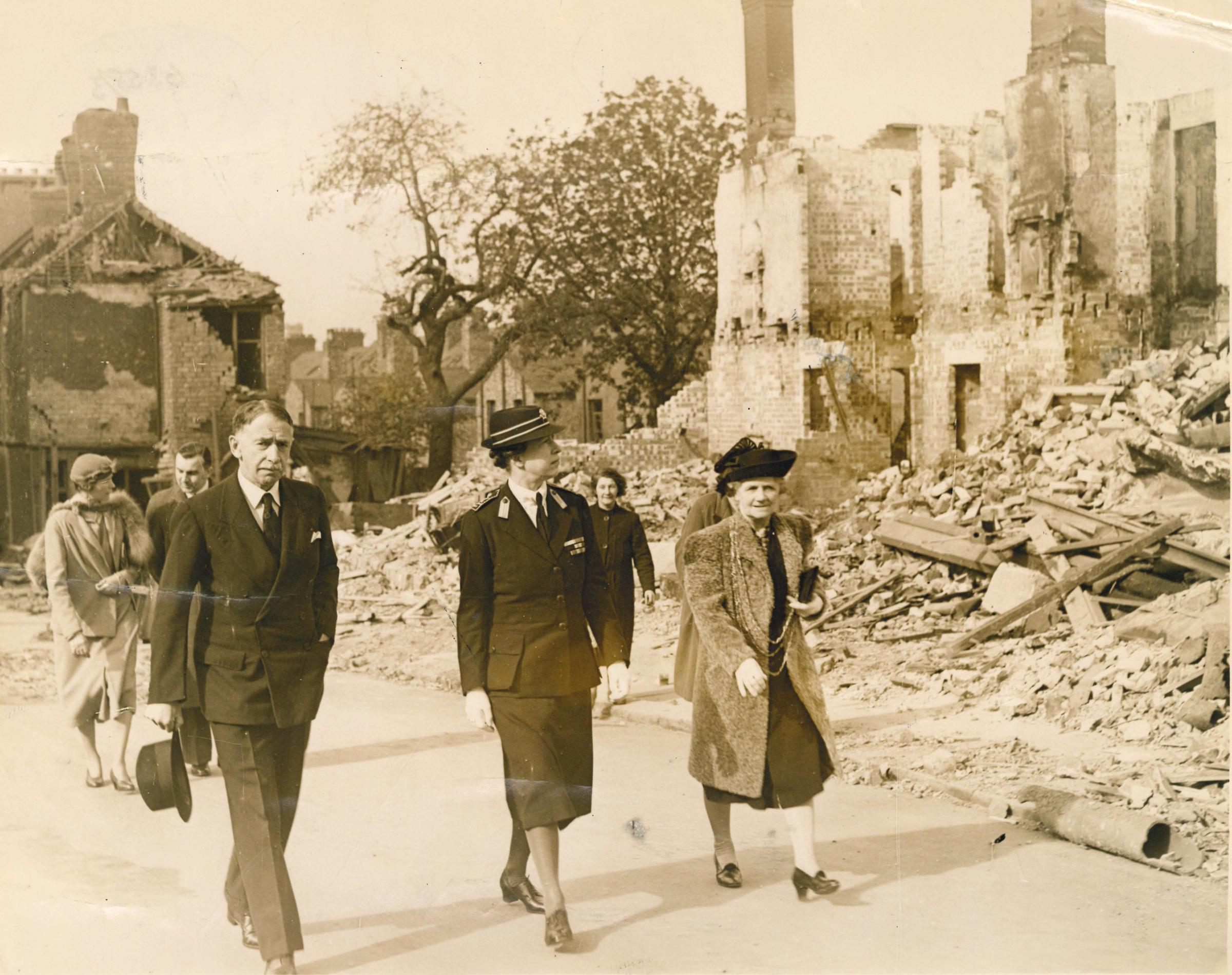 The Lord Mayor of York, Edna Annie Crichton (right) visiting bomb-damaged homesd after the Baedeker Raid of April 1942