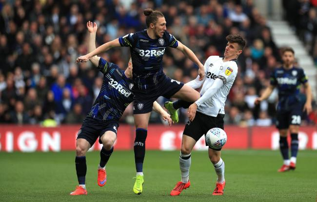 Leeds United's Luke Ayling (centre) and Derby County's Mason Mount (right) battle for the ball during the Sky Bet Championship Play-off semi-final first leg at Pride Park